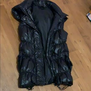 Timing black sleeveless puffer size small 👍🏻cond